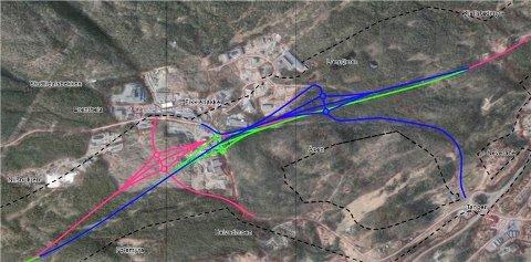 ALTERNATIVE KRYSS, FIKKJEBAKKE: Lengst vest Rød markering. Steintransport: Grønn markering. Lengst øst: Blå markering.