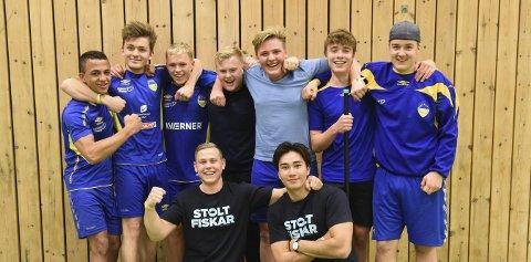Kraftbaljo: Desse Halsnøy-gutane var klare for sluttspel då dei vart fotograferte, og rekna med å gå til topps. Det enda med 3. plass.