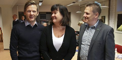 AVTALE I BOKS: Ordførertrioen Tage Pettersen fra Moss, Inger-Lise Skartlien fra Rygge og René Rafshol fra Råde har signert intensjonsavtalen i dag.