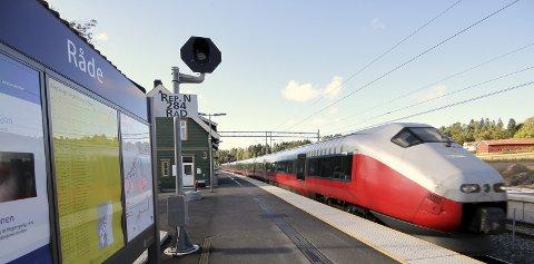 Interpellason: Rødts Eirik Tveiten vil be det lokalpolitiske miljøet se nærmere på toget, jernbanen og de økonomiske forholdene knyttet til en eventuell videreutvikling av kollektivtransporten i Østfold. foto: espen vinje