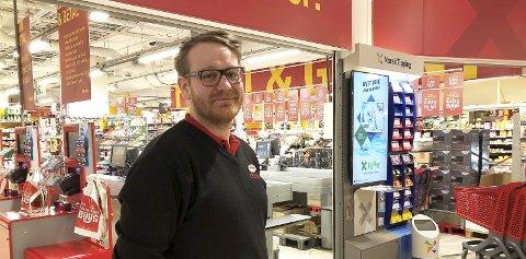 Betyr mye: Butikksjef hos Coop Extra på Otta, Aleksander Ludvigsson, sier utvidelsen betyr mye.