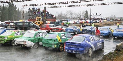 Det blir bilcross for alle penga på Krabyskogen lørdag. Arkivbilde