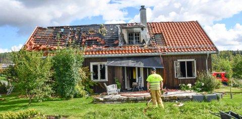 Det var i forbindelse med denne husbrannen i Moelv søndag at vedkommende ble meldt savnet. (Foto: Olav Bang Imsgard)
