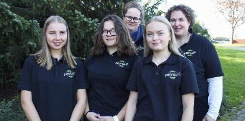 Tenker bærekraftig: (Fra venstre) Selma Ekeli, Erica Signora Kristiansen, Jessica Tekjær Kristensen, Mathea Østevik og Lissbeth Sundby. Foto: Eline Lauritzen