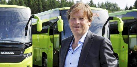 ÅPNER DØRENE: 3. august er det åpne dører og billettkontroll på lokale busser. Andre steder gjelder det allerede fra mandag, opplyser Terje Sundfjord i Brakar.