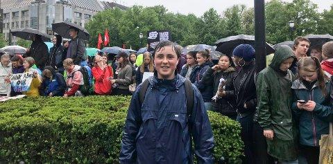 STREIK: Even Jacobsen (13) fra Hønefoss streiker sammen med rundt 1.000 andre ungdommer for klimaet. - Vi må få politikerne til å forstå at de må gjøre de rette klimatiltakene, sier Even.
