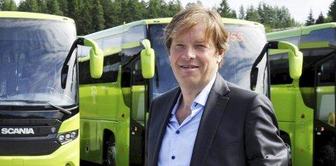 FORNØYD: Brakar-sjef Terje Sundfjord er glad for at fordørene på bussene nå kan åpnes igjen