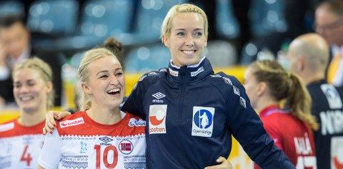 Stine Bredal Oftedal (i midten) og Katrine Lunde (til høyre) er begge med på mesterligaens drømmelag. Foto: Vidar Ruud / NTB scanpix