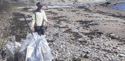 STORFANGST: Vebjørn Slettum har gjort samlet masse søppel på strendene i Søndre Hurum.
