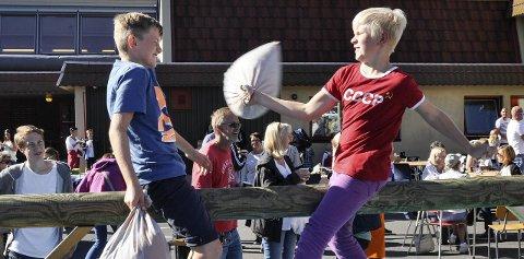 VENNSKAPELIG PUTEKRIG: Klassekameratene Jakob Lundquist og Halvor Teien. BEGGE FOTO: BJØRN TORE BRØSKE