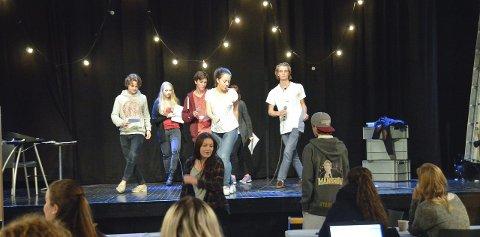 Terpet på framføringen: Skuespillerne øver til framføringen av «Splatter – en likandes revy».