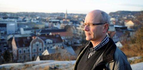 Kommuneoverlege Ole Henrik Augestad påpeker at vi til tross for lav smittespredning lokalt ikke kan slappe av og la alle smitteverntiltak fare.