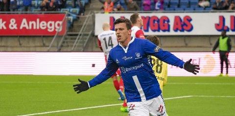 Herlig scoring: Erton Fejzullahu sikret ett poeng til Sarpsborg 08 takket være sin flotte nikk.