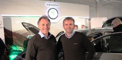 FORNØYDE: Ivar Haldor Ingri (t.v.) og André Lea hos Solum Auto AS var glade for den positive responsen nye Skoda Karoq fikk i Larvik.