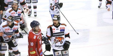 HET PÅ HJEMMEBANE: Endre Medby herjet med gamleklubben mandag. Frisk Asker vant den andre semifinalen.