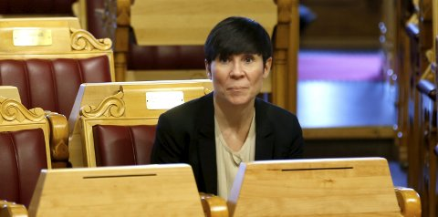 Forsvarsminister Ine Marie Søreide Eriksen (H) seier sjøforsvaret si utvida forbodssone i Meland kun vil gjelde til sjøs. Foto: NTB Scanpix