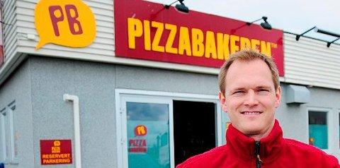 Rolf Berg-Jensen har vært sentral i oppbyggingen av Pizzabakeren i hele fylket.