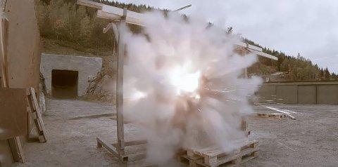 Sikerhetsglassene fra Bodø ble kanonføde - uten at de ble skutt sønder og sammen.
