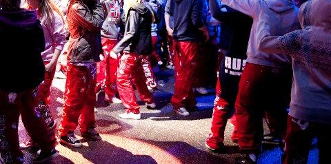 KLAR FOR FEST: Bildet er fra russefest på Bergen Travpark i Åsane i 2010.