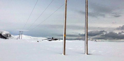 Godt isolert: Det er ikke mye av hytta som stikker opp av snøen.