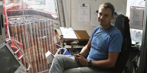Borar Jøran Sundstrøm er ein av dei aller viktigaste om bord i Bideford Dolphin. Han bør helst vere i aktivitet heile tida. Foto: Liv Standal