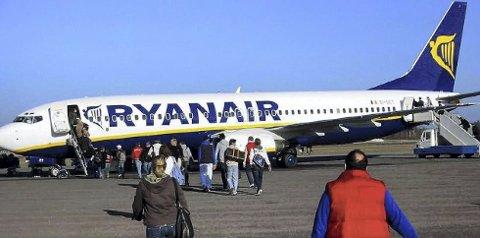 Avvikles: Ryanair har sagt opp avtalen med Rygge – dersom flyseteavgiften innføres. Da blir Rygge avviklet, sier flyplassdirektør.