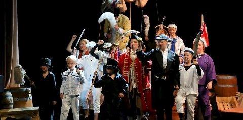 Kaos er for alle mellom 8 til 100 år, og både barn og voksne prydet scenen.