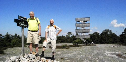 Tårnjegere:  Tom Bratberg (til venstre) og Erling Olsen har hatt mange flotte turer på jakt etter utsiktstårn.