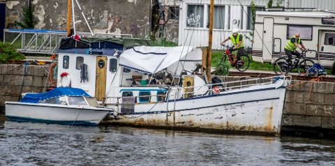 Frode Samuelsen avviser spørsmål om det var fornuftig å slepe «Baronen» til Porselenskaia, der båten sank i dag. Foto: Geir Carlsson