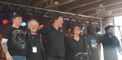 Bluesbandet Reloaded Norway har opplevd en plutselig internasjonal suksess. Fra venstre: Lars Ove Fjelldahl, Jarle Børresen, Hans Trasti Isaksen, Heidi Kvalholm Blåsmo, Tony Caddle og Marius Halleland.