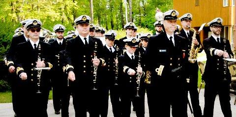 MARSJERER INN: Marinemusikken slipper til i konsertsalen torsdag denne uka - men siden favorittmarsjer.
