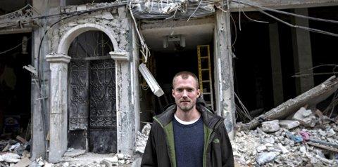 I Aleppos ruiner: Journalist Ole Øyvind Sand Holth ønsket å gi menneskene i Aleppo en stemme, fortelle deres historier. Sammen med fotograf Aleksander Nordahl tilbragte han romjula på jobb i Aleppo.foto: Aleksander Nordahl, dagens næringsliv