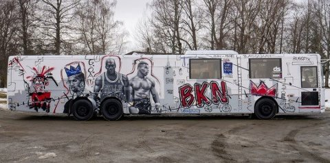 Politiet henstiller russebussene i Lillehammer om ikke å rulle før russen har fått testet seg på tirsdag.