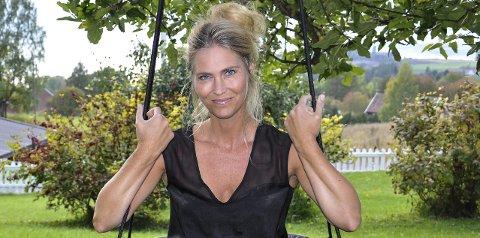 SØKER MANNLIG SANGER: Eli Kristin Hanssveen håper å få med en mannlig sanger fra Hadeland til en rolle på operaen i juli.