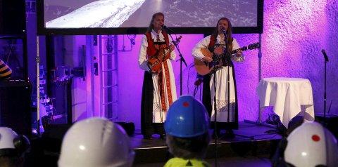 Folkemusikk: Folkelokk varta opp med mellom anna ein mellomaldersk ballade under fjellet.