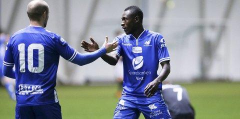 I tospann: Roy Miljeteig, her med ryggen til, og Ibrahim blir trolig FKHs spisspar i serieåpningen mot Sarpsborg 08 søndag.