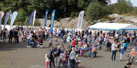 HAR FORTSATT TROEN: Steinsvikrittet samler mange deltakere hvert år. Her fra barnerittet i 2018.