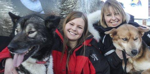 Pels: Mye pels. Mor Mette (44) og datteren Marit (20) er glad i pels – og et hårete liv i marka. De gjennomførte begge kraftprøven Finnmarksløpet i fin stil med sine spann, og kunne kose seg i Alta etter målgangen.   alle Foto: Nils Bakke