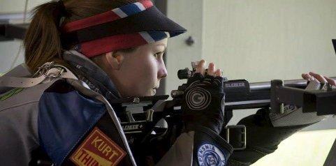 GULLJENTE: Ingrid Stubsjøen gjorde rent bord på åpningsdagen i nordisk mesterskap i skyting for militære.foto: NMSC 2015