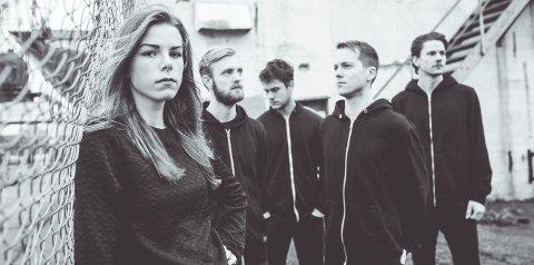 Verdsatt: Oda Ulvøy Westli fra Kongsberg er vokalist i bandet Kelvin, som nå har fått en musikkpris.