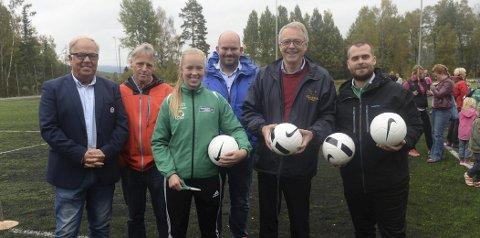 ÅPNET: Fra venstre: Geirfinn Kvalheim, Kåre Kaseth, Marte B. Marstein, Hans O. Grøtterud, Kjell G. Hoff og Benjamin Gundersen.