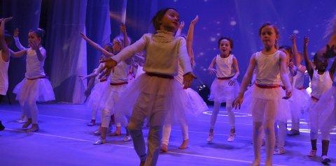 Søte små: Barnedans-partiet for førsteklassinger sjarmerte publikum med sitt innslag «Sukkertøyfeen».alle foto: Stine Ljungquist Knudsen