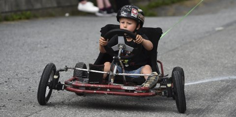BÅNN GASS: Ikke noe å si på konsentrasjonen til denne unge karen, som var blant deltakerne i Olabil-løpet på Rødberg lørdag.ALLE FOTO: OLE JOHN HOSTVEDT