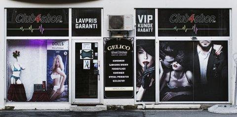I kjelleren på denne butikken i Innherredsveien i Trondheim betaler menn for å delta på «gangbang». Butikken holder til like i utkanten av sentrum, rett ved det populære utestedsområdet Solsiden.