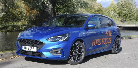 TØFFERE ENN FØR: Ford Focus har alltid vært en kjøremessig sportslig kompaktkombi, men det har ikke syntes uten på. Nå gjør det det også.FOTO: ØYVIN SØRAA