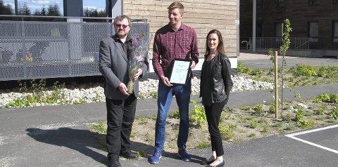 Miljøpris: Adm.dir. Einride Berg og styreleder Hans Olav Drømtorp Kristiansen mottok miljøprisen av Eline Borger Rognli.