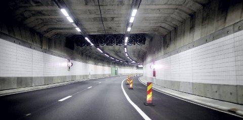 OPERATUNNELEN: Fartsgrensen i denne tunnelen er 70 kilometer i timen. Ski-mannen kjørte i 90 – uten gyldig førerkort. Foto: Scanpix