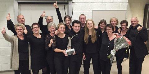 JANITSJAR: Her er noen av de glade vinnerne fra Ådalsbruk Musikkforening i årets korpscup på Otta. (Foto: Privat)