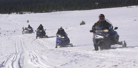 KONTROLLER: Statens naturoppsyn kommer til å foreta mange snøskuterkontroller i påsken.