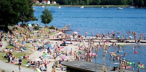 Lørdag er det bare å trekke i bikini og badebukser og nyte et kortvarig glimt av ekte sommer i store deler av Sør-Norge. (Foto: Erik Johansen / NTB scanpix)